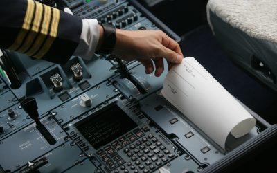 Pilotos e controladores passarão a se comunicar por mensagens de texto também sobre o território brasileiro