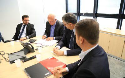 Governo assina protocolo de intenções com empresa do setor aeroespacial